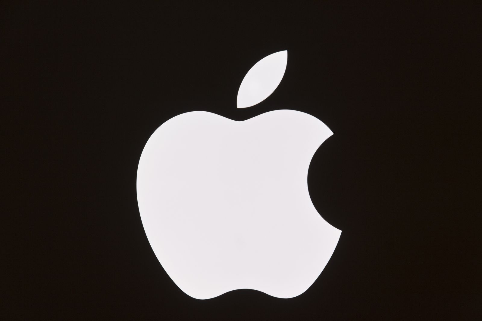why did apple choose an apple with a bite out of it for its logo? - fynd